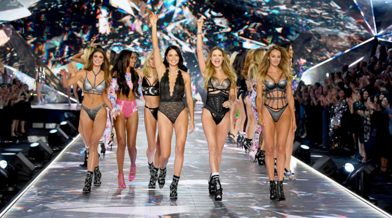 Показ Victoria's Secret Fashion Show 2018